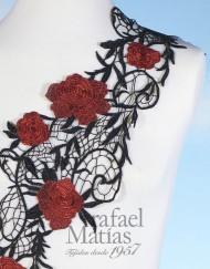 Pasamanería negra flor roja