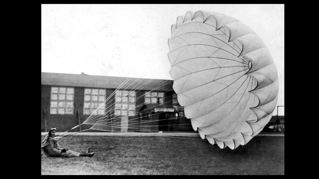 Las Fibras textiles, Paracaídas II Guerra Mundial
