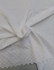 Tela batista blanca bordada