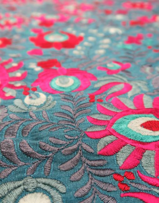 Tela tafeta turquesa bordada