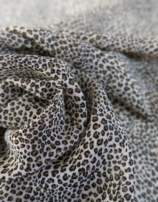 Tela georgette leopardo